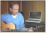 eher selten: Mike mit Akkustik-Gitarre (6 Saiten / Wirbel)